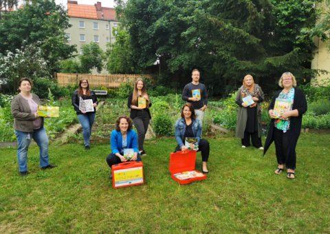 Übergabe der Lesekoffer für Stadt und Landkreis Hof